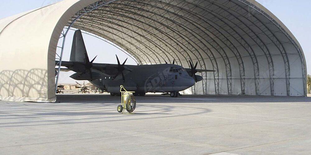 Hangar para avión militar
